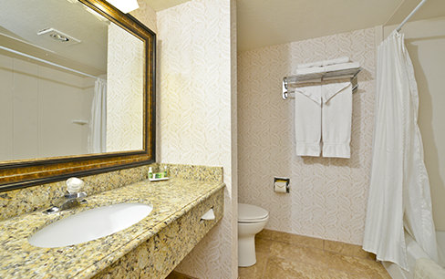 double queen hotel bathroom