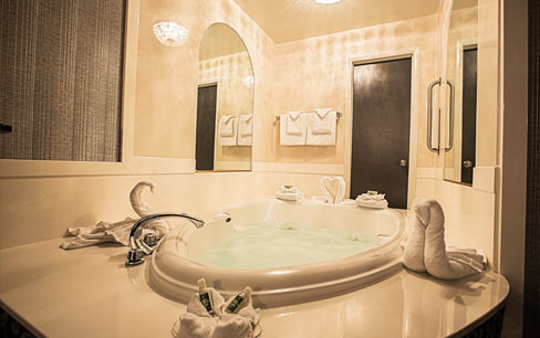 honeymoon bathtub